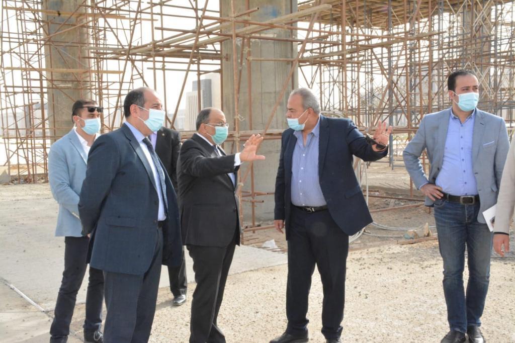 وزير التنمية المحلية خلال الجولة