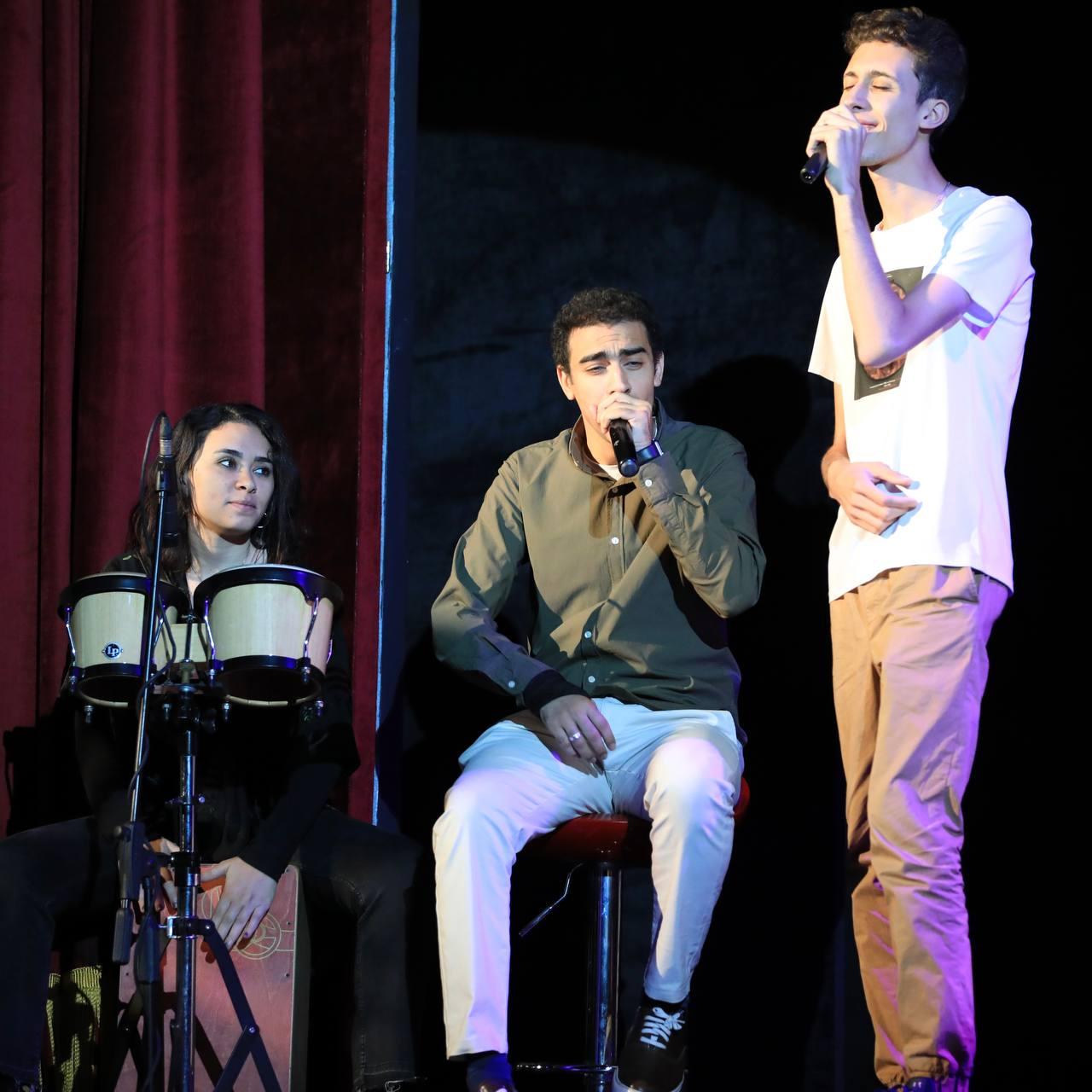 مسرحية (2)