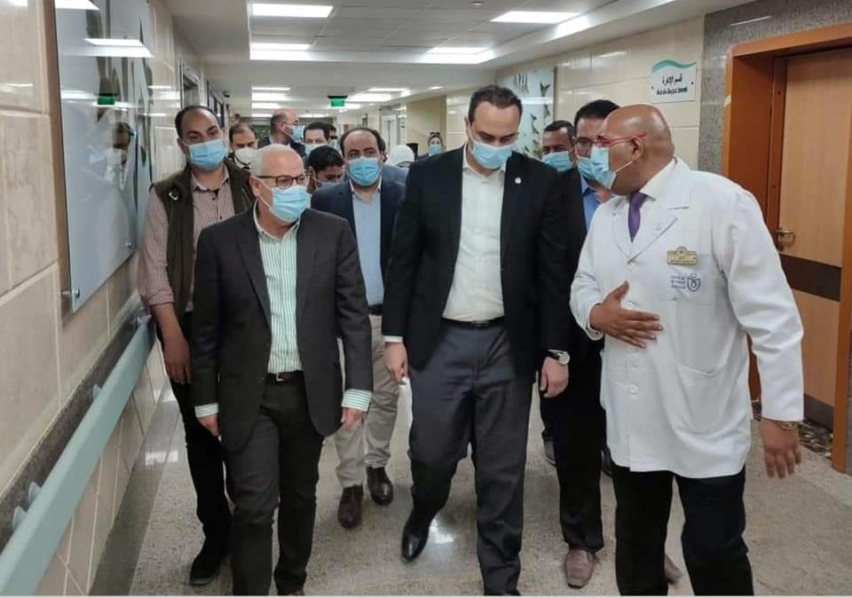 خلال متابعة العمل بالمستشفى