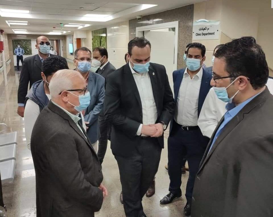 خلال زيارة المحافظ للمستشفي