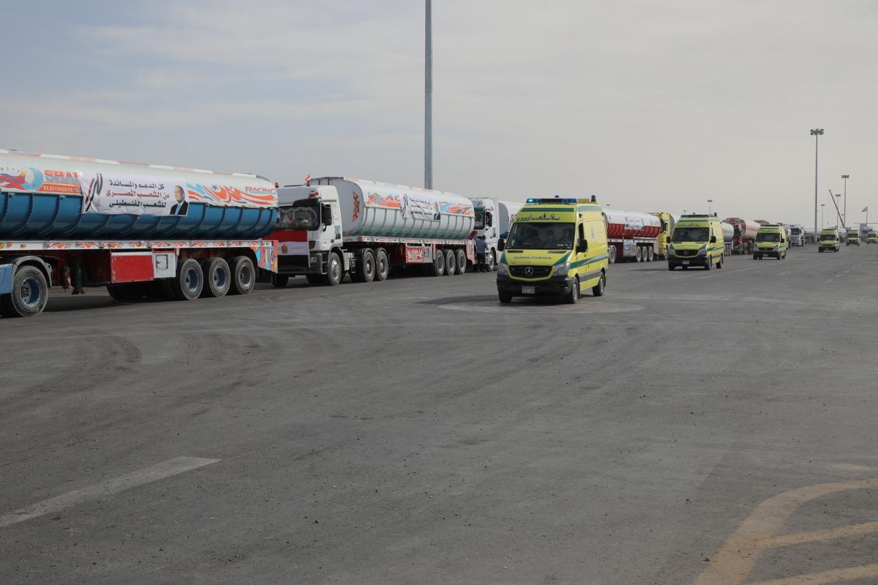 عربات الاسعاف والمساعدات تصل معبر رفح