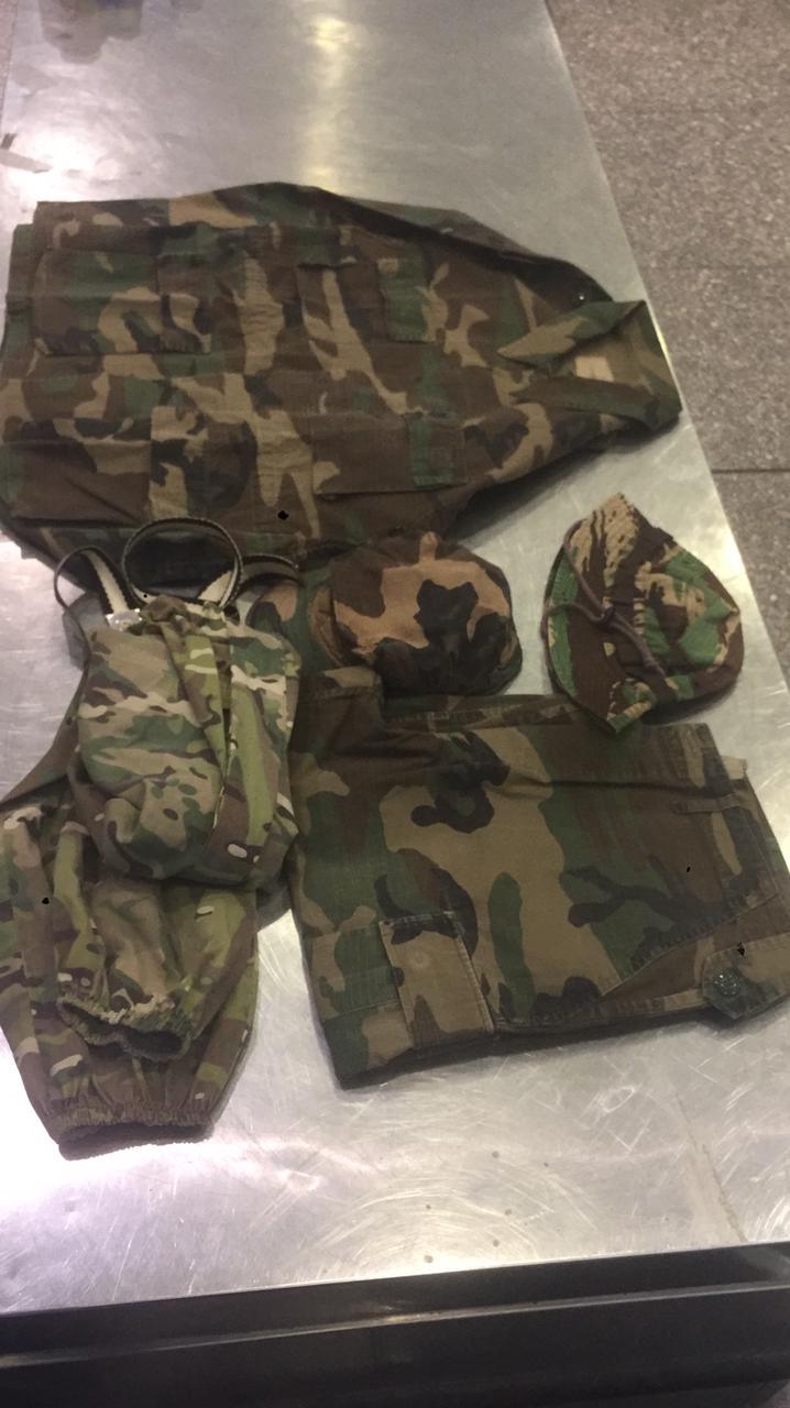 ضبط أجهزة لاسلكى وملابس عسكرية مع راكب أجنبى بمطار القاهرة الدولى (1)
