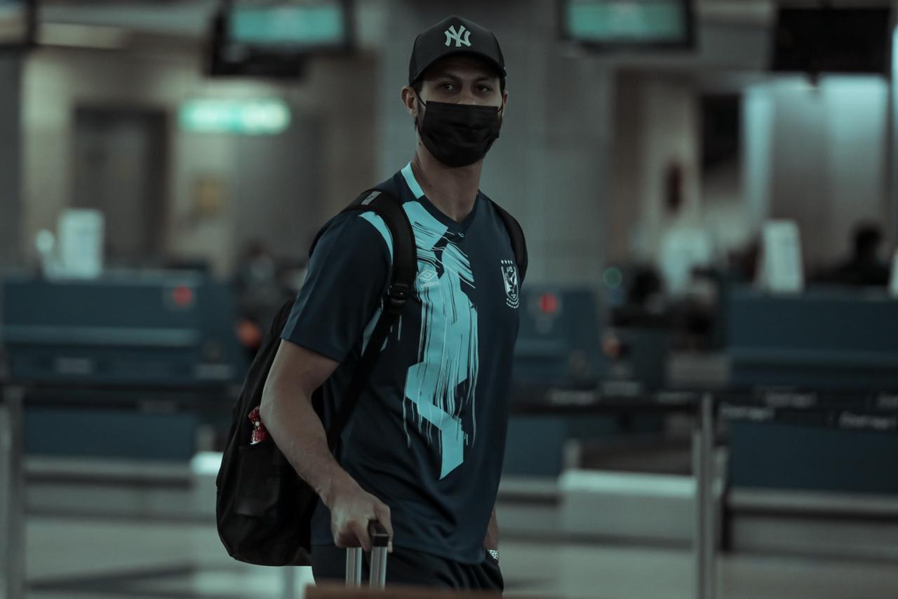الشناوي فى مطار القاهرة