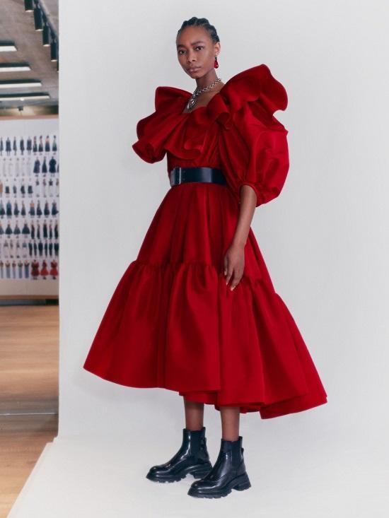 فستان ضخم من ألكسندر ماكوين