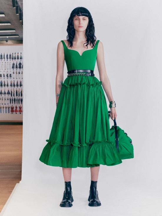 فستان أخضر من ألكسندر ماكوين