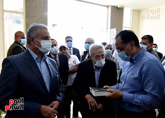 رئيس الوزراء يتفقد مشروع استكمال مكتبة مصرالعامة (9)