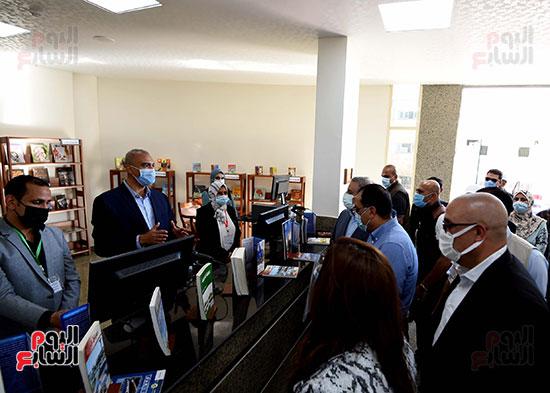 رئيس الوزراء يتفقد مشروع استكمال مكتبة مصرالعامة (10)