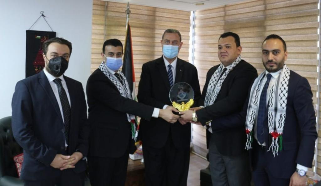 سفير فلسطين بمصر يطلع نواب تنسيقية شباب الأحزاب والسياسيين على تطورات العدوان ا (1)