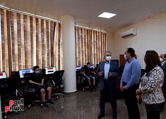 رئيس الوزراء يتفقد مشروع استكمال مكتبة مصرالعامة (14)