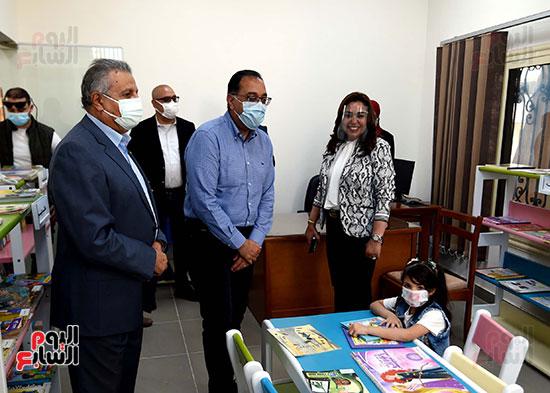 رئيس الوزراء يتفقد مشروع استكمال مكتبة مصرالعامة  (12)