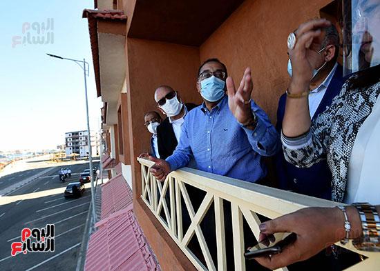 رئيس الوزراء يتفقد مشروع استكمال مكتبة مصرالعامة  (5)