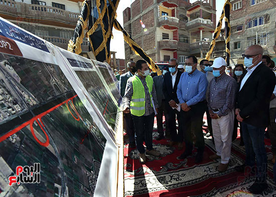 رئيس الوزراء يتفقد عددا من المشروعات  (2)