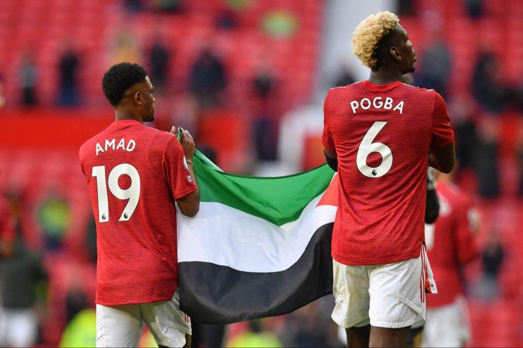بوجبا وديالو يرفعان علم فلسطين