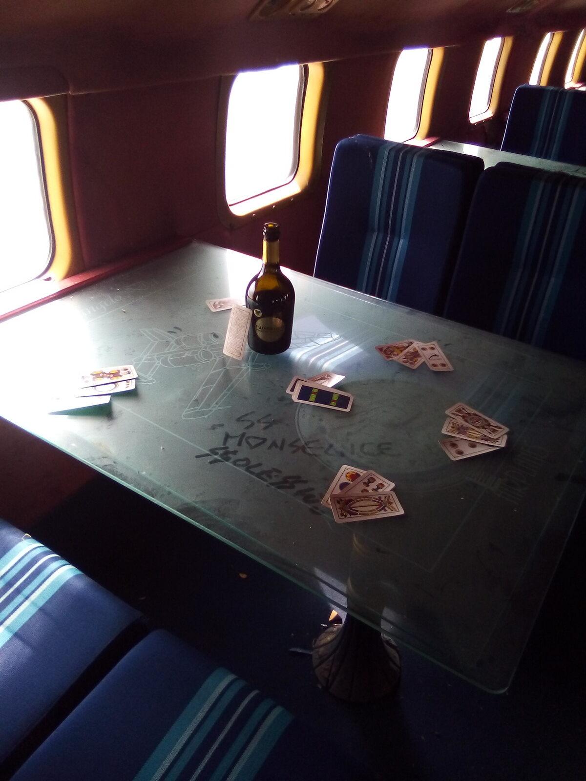 طاولات المطعم