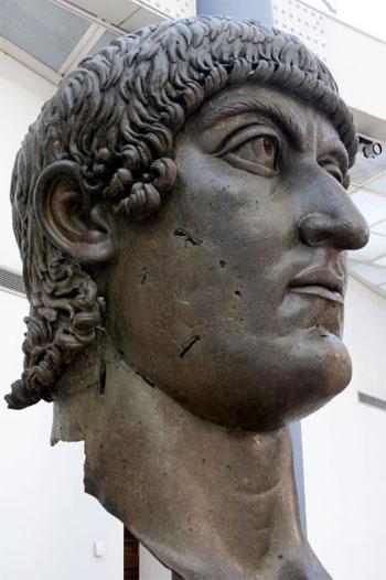 ترميم تمثال للإمبراطور قسطنطين الكبير (3)