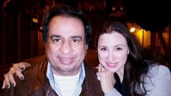 رائد لبيب مع زوجته