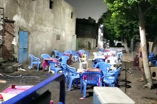 محافظ القاهرة يعنف رئيس حى شرق بعد ضبط مقهى تغلق الشارع (4)