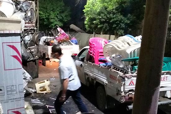 محافظ القاهرة يعنف رئيس حى شرق بعد ضبط مقهى تغلق الشارع (8)