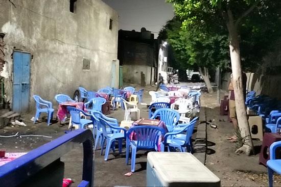 محافظ القاهرة يعنف رئيس حى شرق بعد ضبط مقهى تغلق الشارع (5)