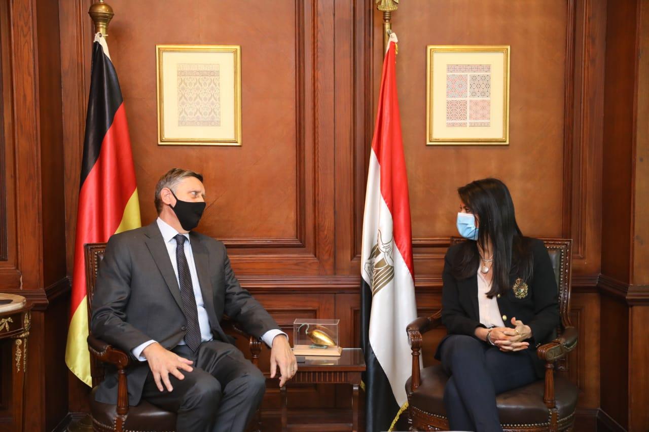 المشاط والسفير الألماني خلال اللقاء.