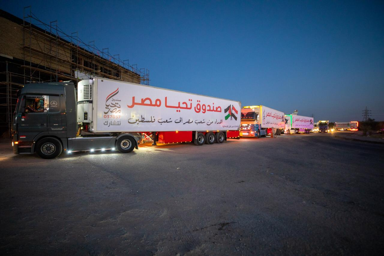 قافلة صندوق تحيا مصر تعبر نفق الشهيد أحمد حمدي في الطريق لقطاع غزة (11)