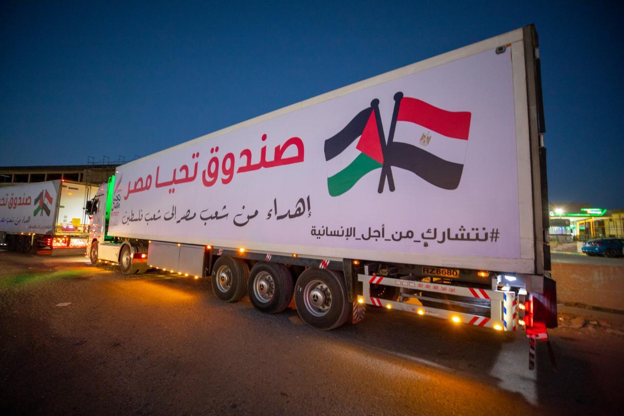 قافلة صندوق تحيا مصر تعبر نفق الشهيد أحمد حمدي في الطريق لقطاع غزة (7)