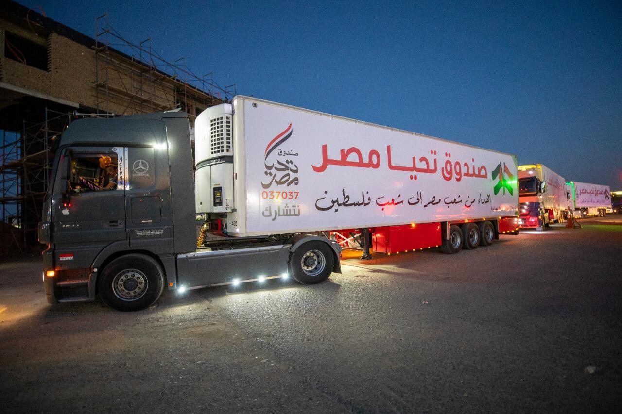 قافلة صندوق تحيا مصر تعبر نفق الشهيد أحمد حمدي في الطريق لقطاع غزة (6)
