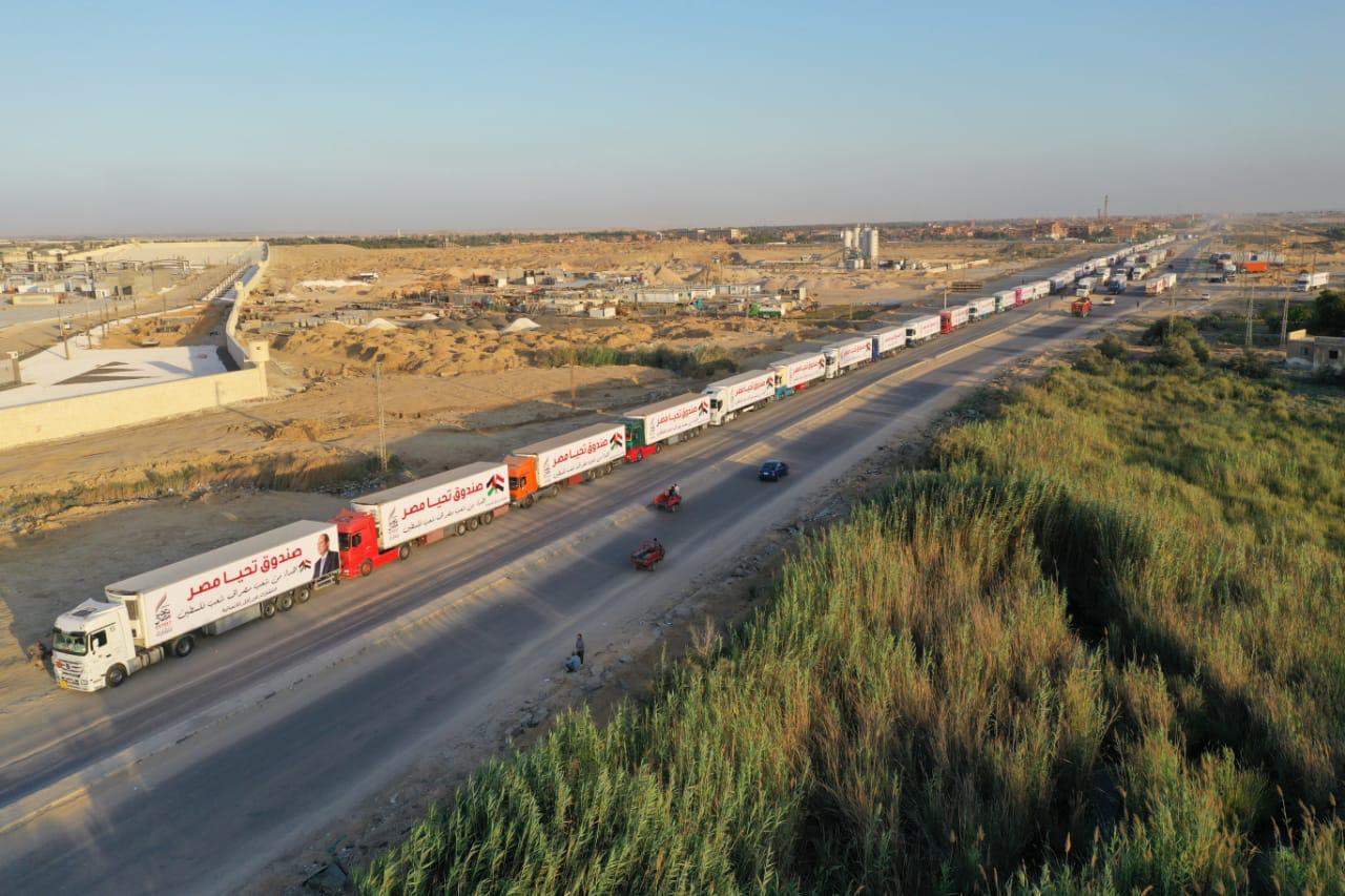 قافلة صندوق تحيا مصر تعبر نفق الشهيد أحمد حمدي في الطريق لقطاع غزة (13)