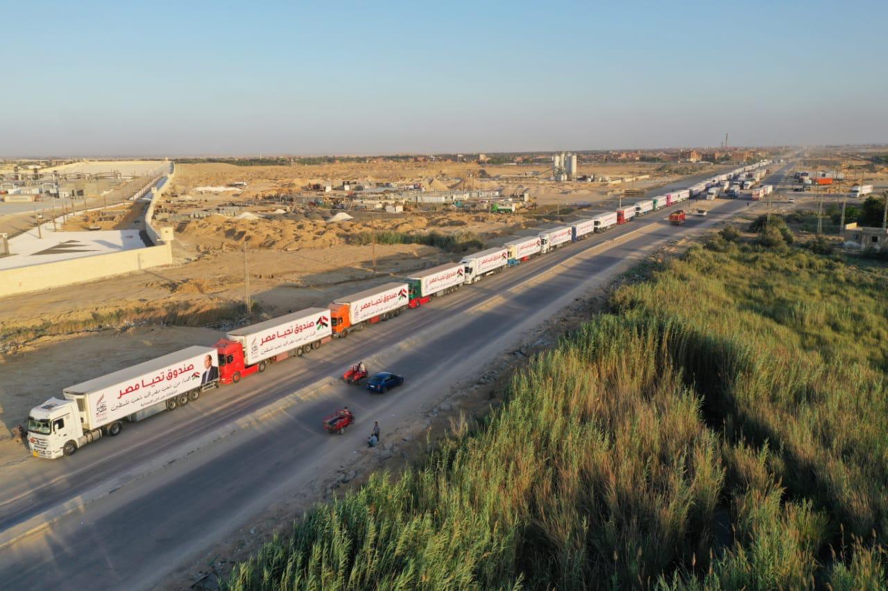 قافلة صندوق تحيا مصر تعبر نفق الشهيد أحمد حمدي في الطريق لقطاع غزة (12)