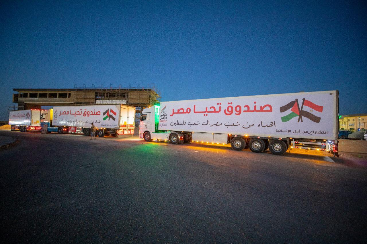 قافلة صندوق تحيا مصر تعبر نفق الشهيد أحمد حمدي في الطريق لقطاع غزة (8)
