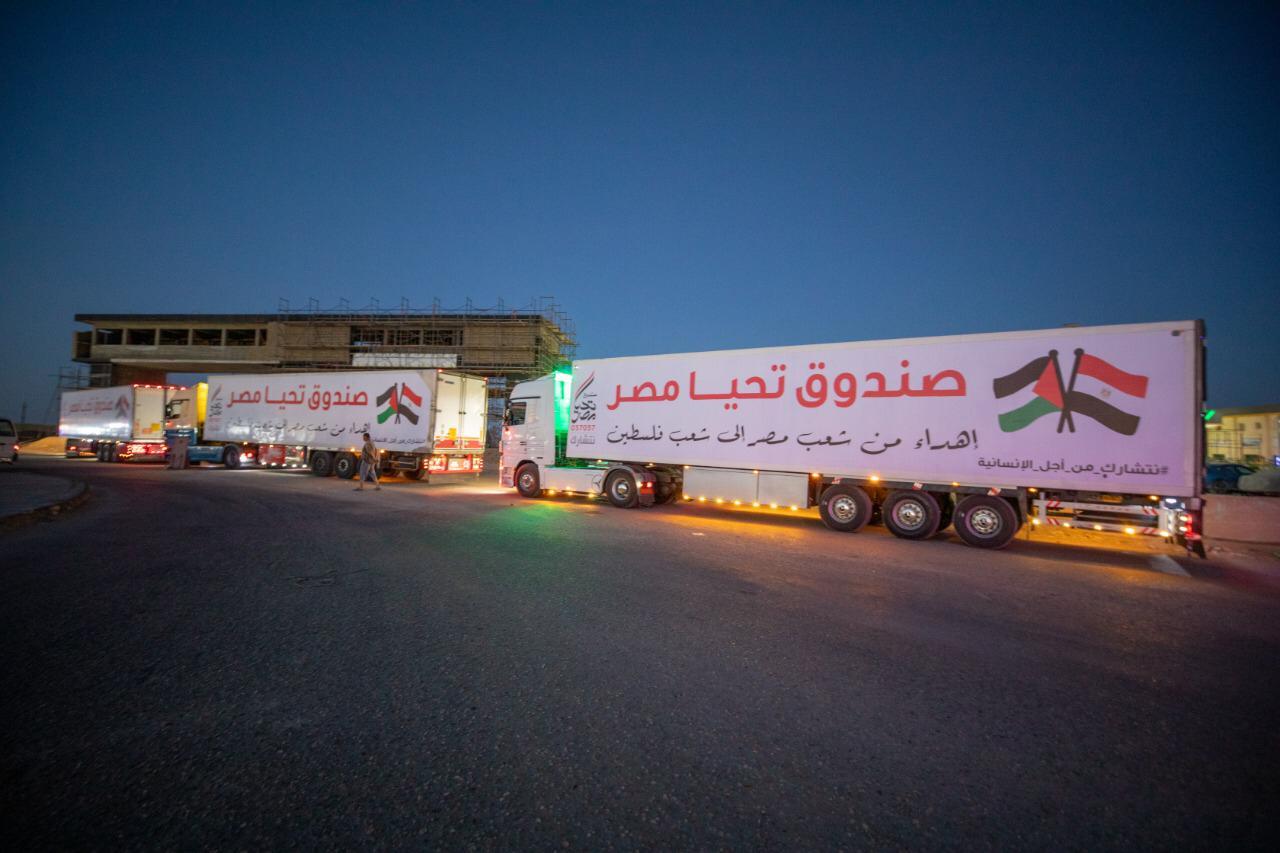 قافلة صندوق تحيا مصر تعبر نفق الشهيد أحمد حمدي في الطريق لقطاع غزة (9)