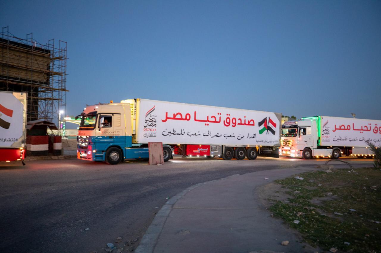 قافلة صندوق تحيا مصر تعبر نفق الشهيد أحمد حمدي في الطريق لقطاع غزة (10)