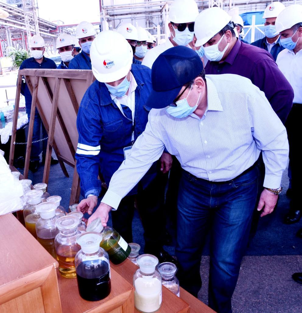 وزير البترول خلال جولة تفقدية بشركات الاسكندرية