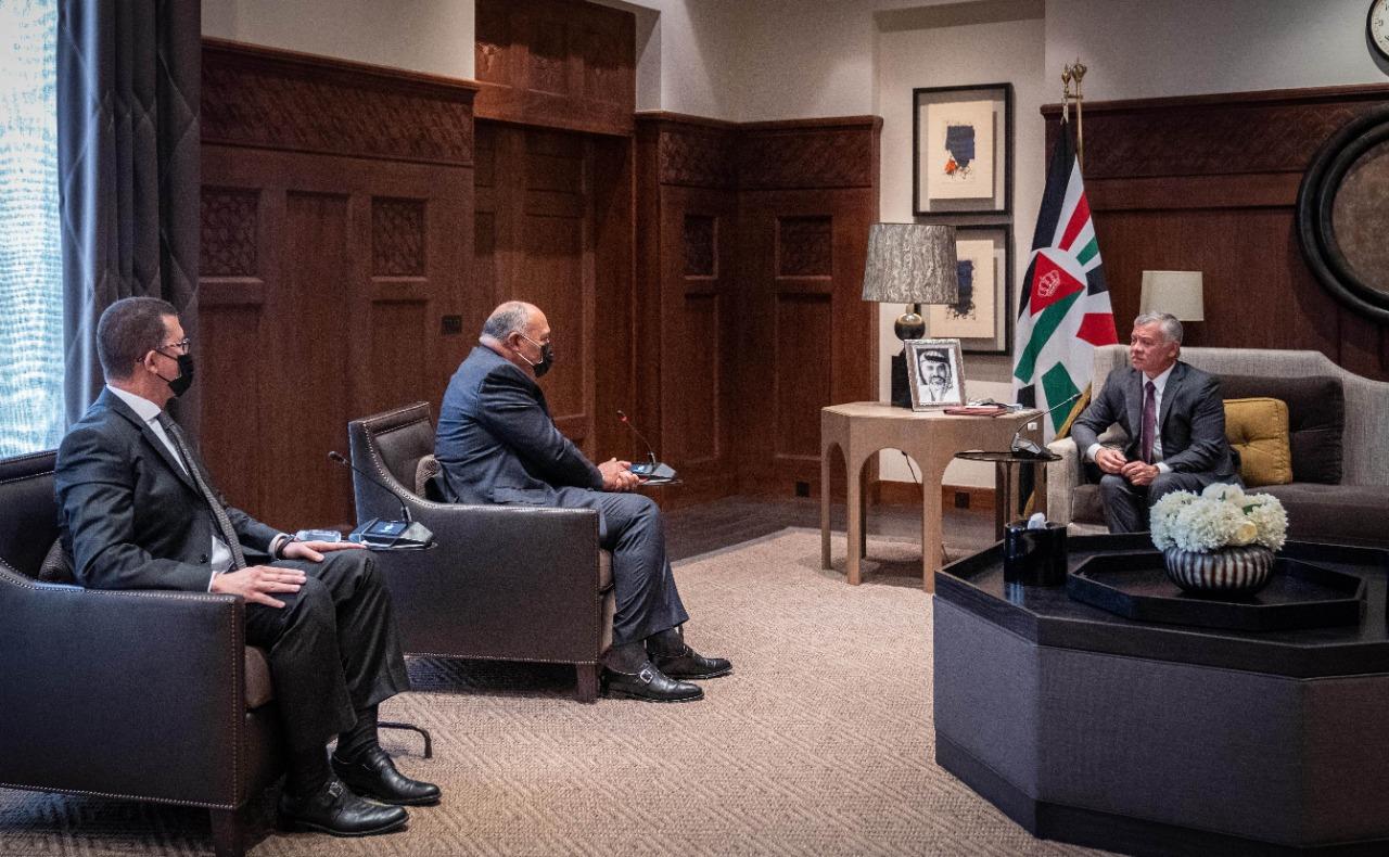 العاهل الأردني يستقبل وزير الخارجية المصري