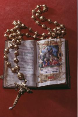 المسبحة الذهبية التي تخص ماري ملكة اسكتلندا