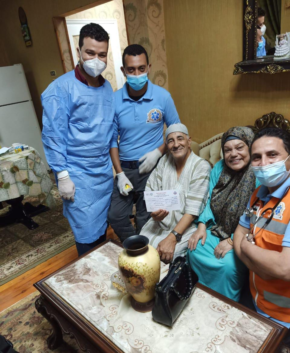 تطعيم منتفعى التأمين الصحى الشامل بالمنازل