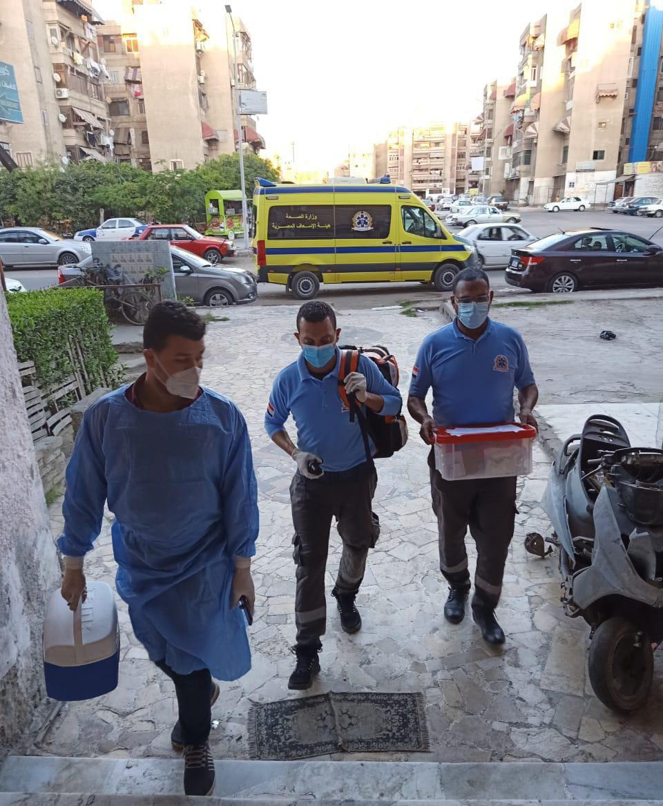 الفرق الطبية تجوب المنازل لتطعيم المواطنين