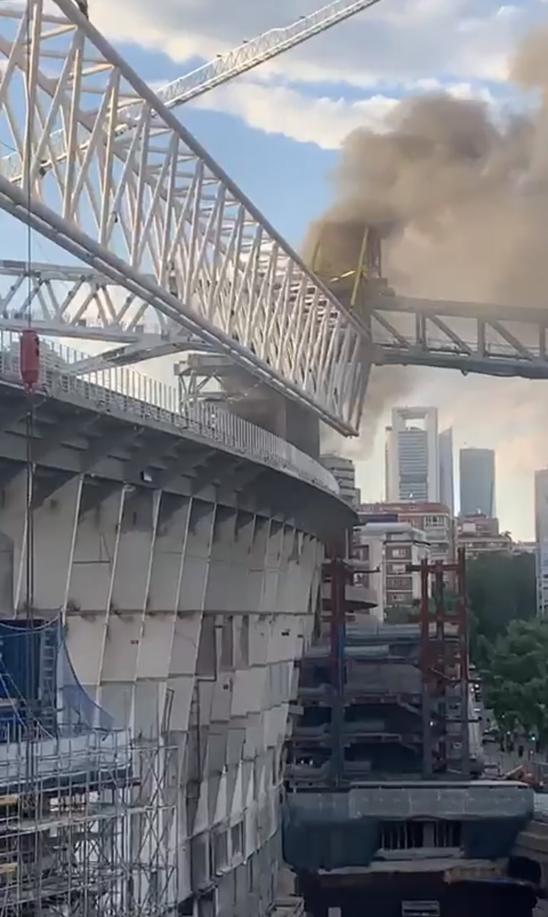 حريق ملعب ريال مدريد (3)