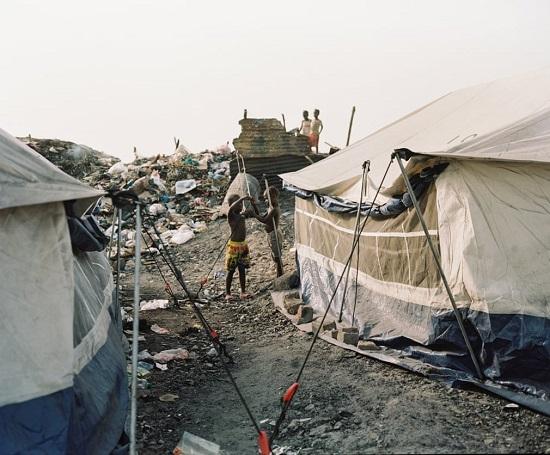 الأشخاص يعيشون في مستوطنات غير رسمية