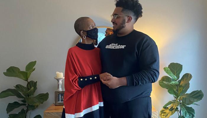 الشاب ووالدته