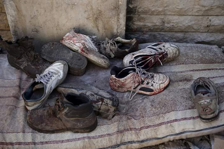احذية امام المنزل