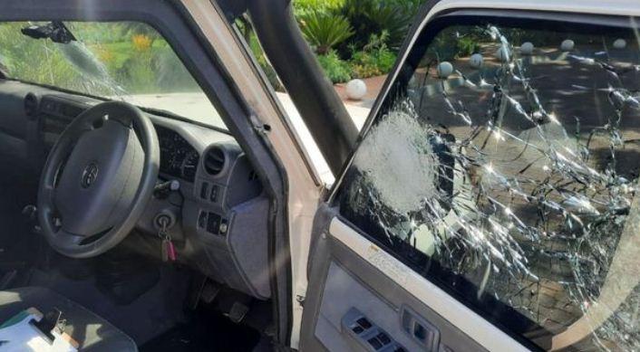 الرصاص حطم زجاج الشاحنة