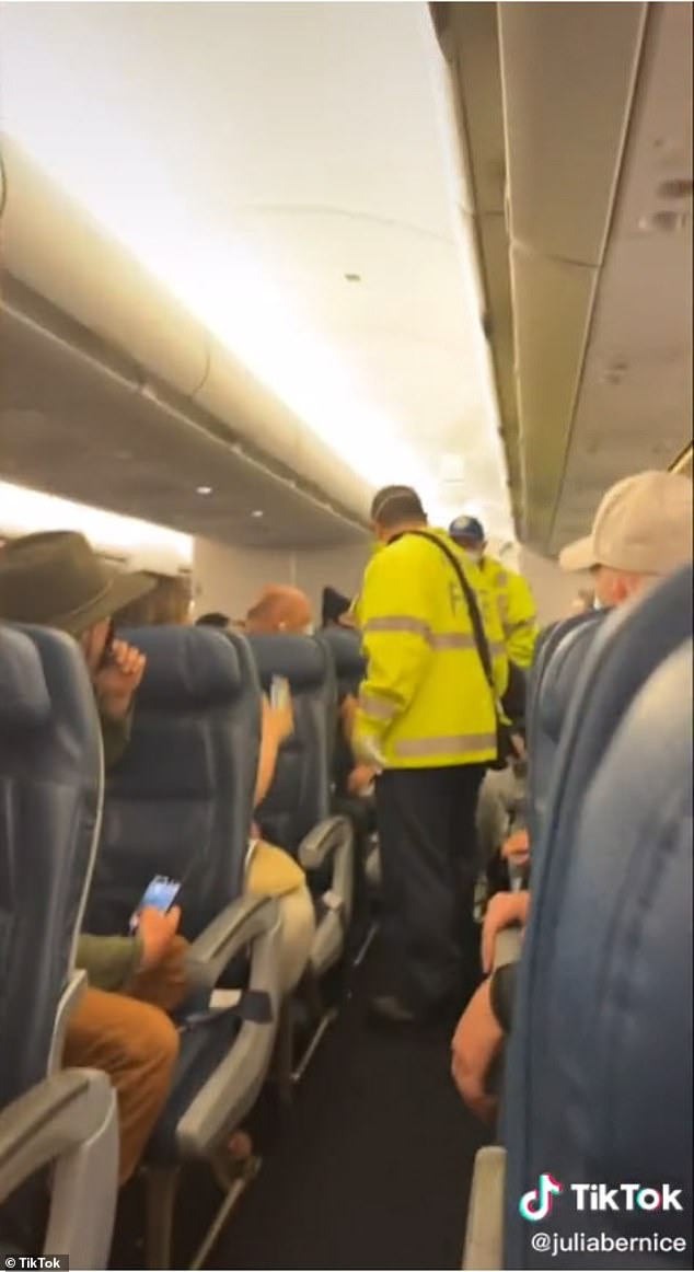 الخدمات الطبية فى الطائرة