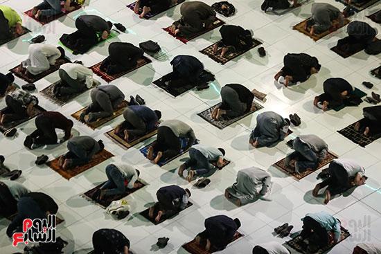 سجود المصلين بالمسجد