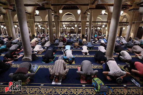 المصليين بالمسجد