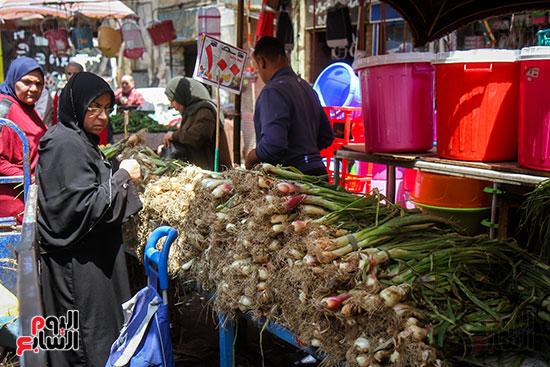 بيع البصل الأخضر
