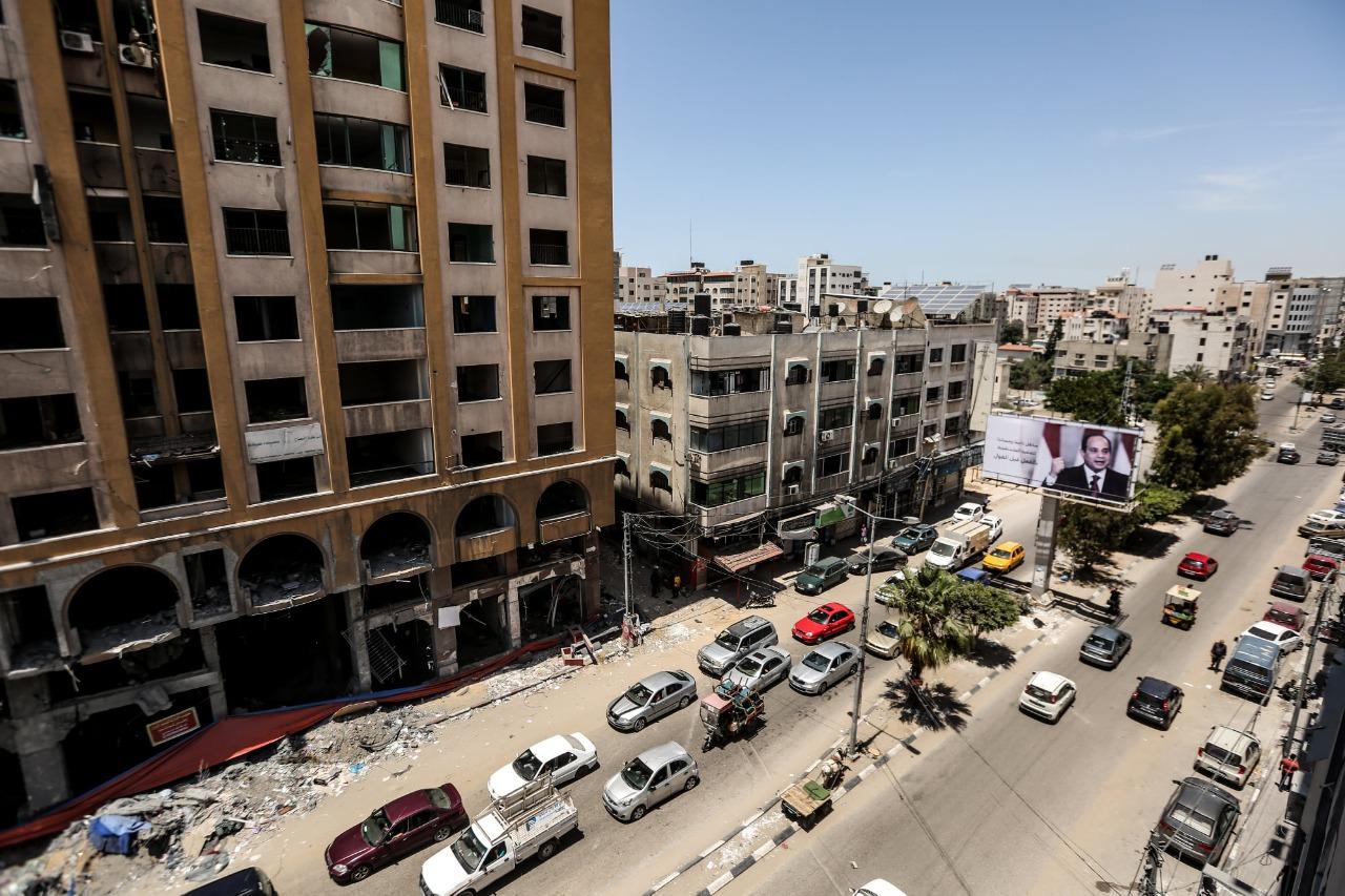 الفلسطينيون يحتفون بالدور المصرى بنشر صورة السيسى فى غزة
