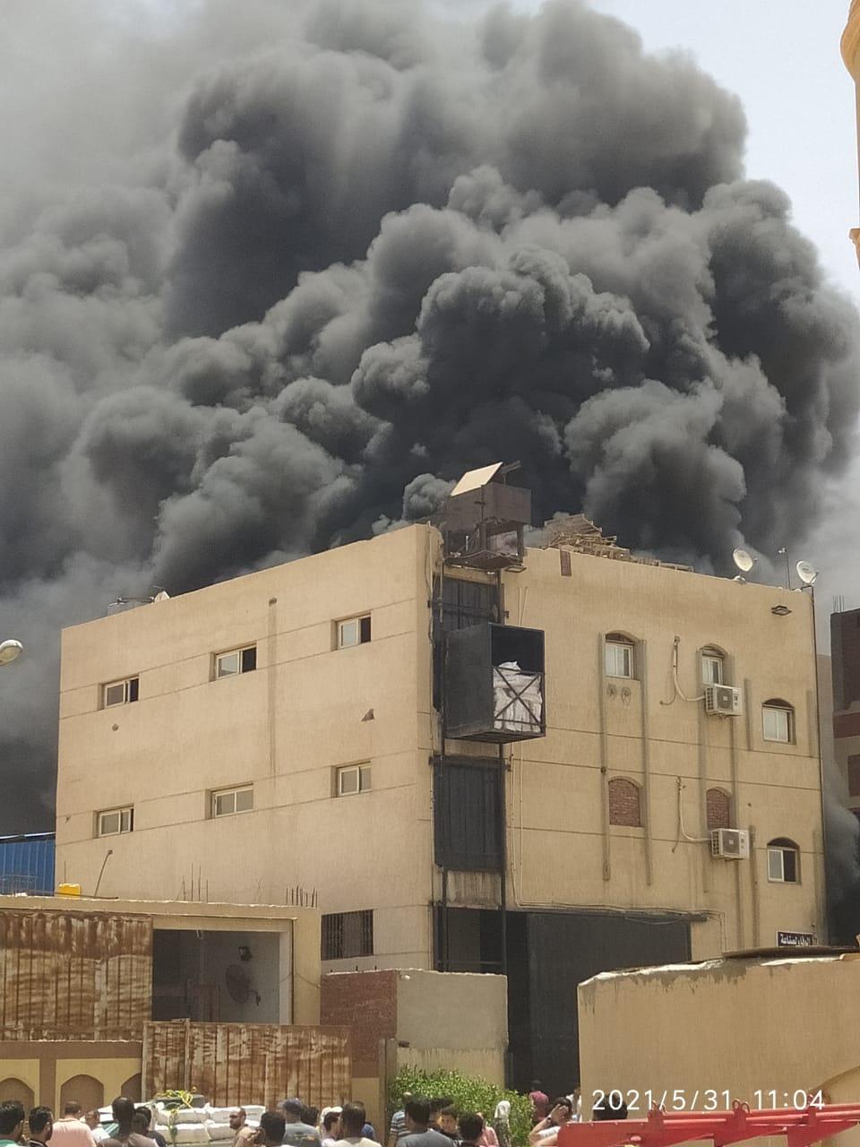حريق مصنع فوم بالعاشر من رمضان