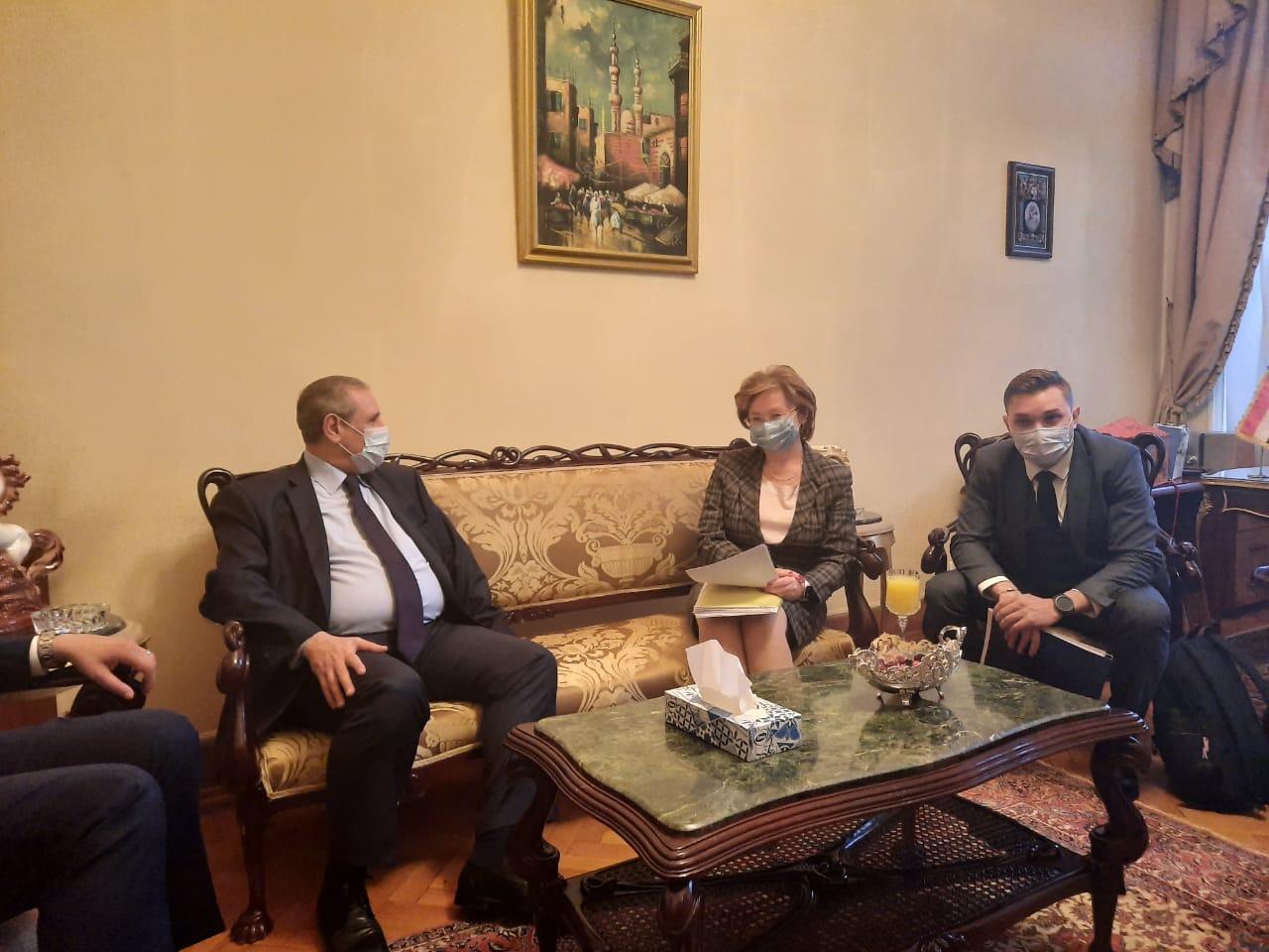 جانب من اللقاء مع السفير إيهاب نصر