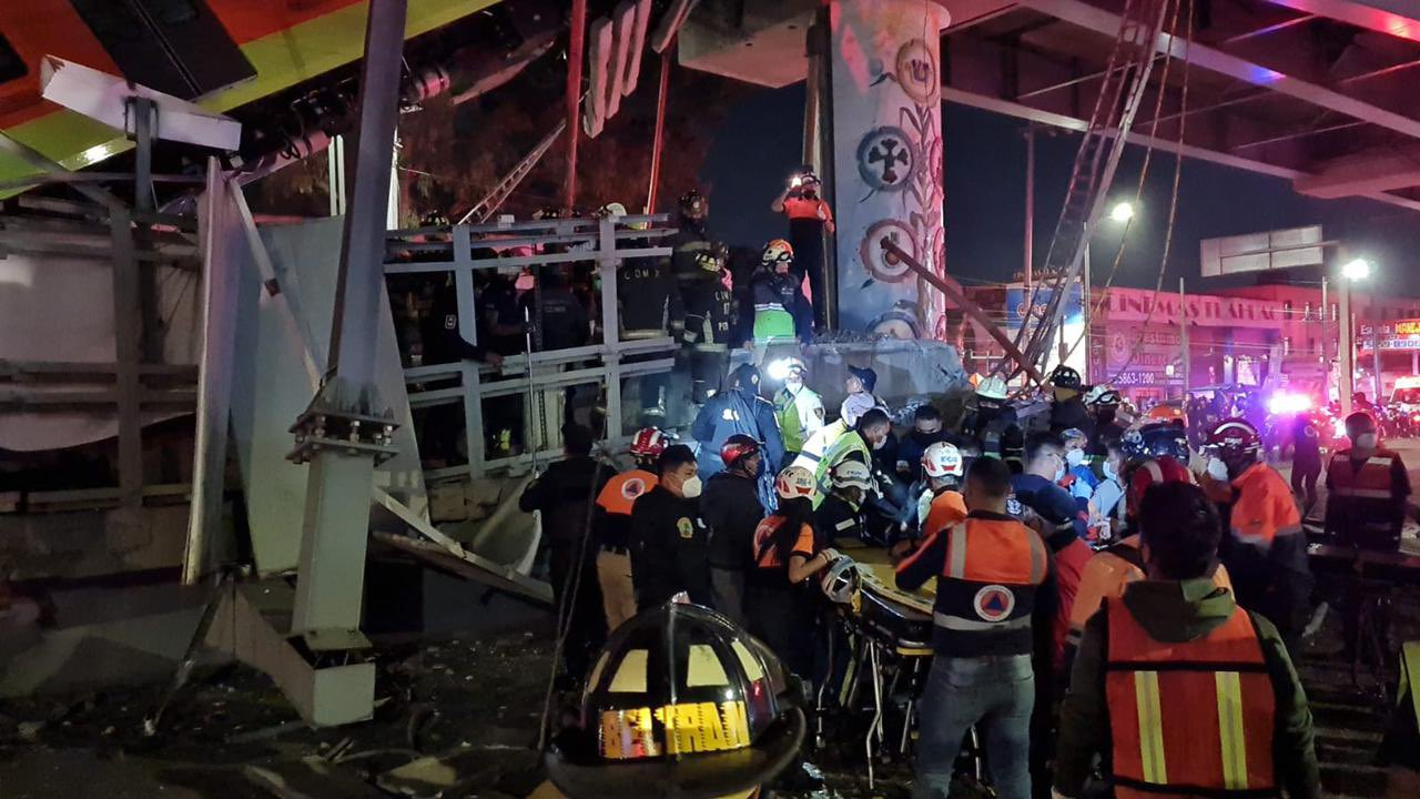 مكان حادث انهيار جسر مترو المكسيك
